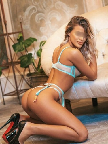 Sex ad by Lora (22) in Milano - Foto: 4